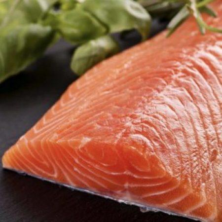 В лососе  с фермы содержатся антибиотики